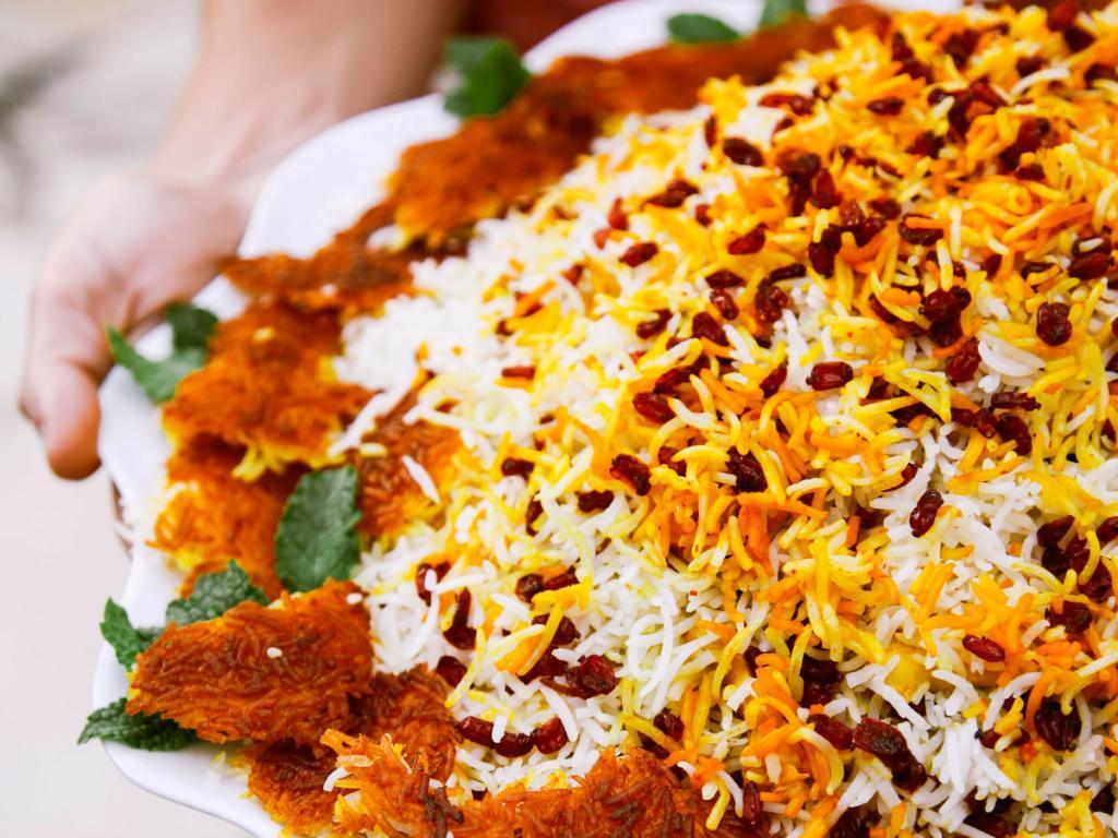 آموزش پخت زرشک پلو با مرغ مجلسی برای 4 نفر