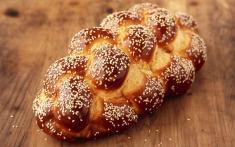 دو روش پخت آسان نان گیسو (Challah) در خانه