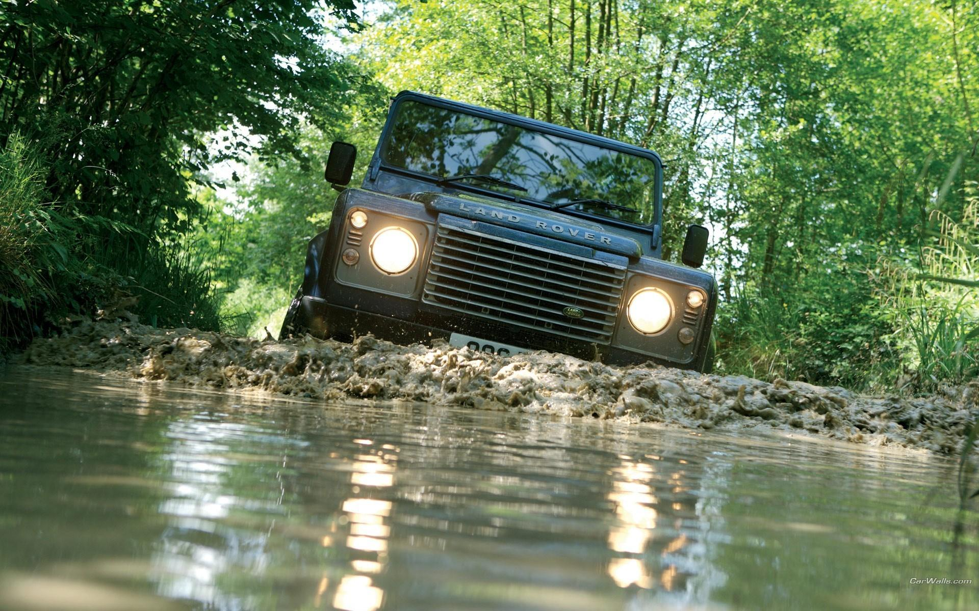 LAND ROVER Defender Off road photo gallery