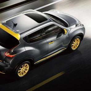 2017 Nissan JUKE® SL shown in Gun Metallic with Yellow accessories.