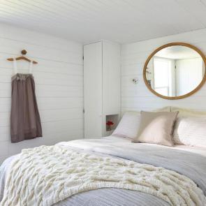 زیباترین ایدهها برای دکوراسیون اتاق خوابهای کوچک #6