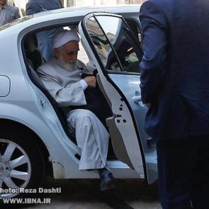 همیشه برای مخاطبان جذاب بوده که بدانند مسئولان از چه خودرویی استفاده میکنند. تصویر زیر خودروی مورد استفاده حجت الاسلام ناطق نوری را در برنامه آئین رونمایی از کتاب «الف لام خمینی» که شب گذشته برگزار شد نشان میدهد.