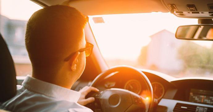نور آفتاب چه آسیب هایی به ماشین می زند؟