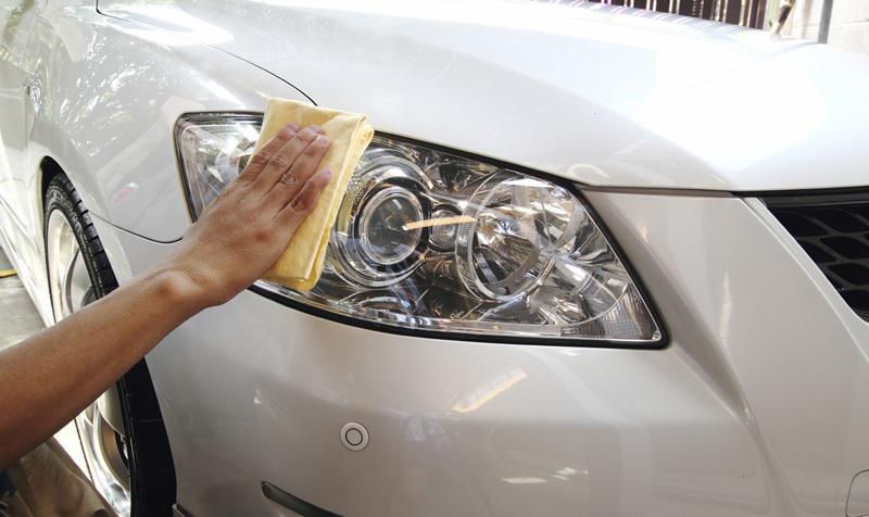 علت مات و زرد شدن چراغ جلو ماشین چیست؟