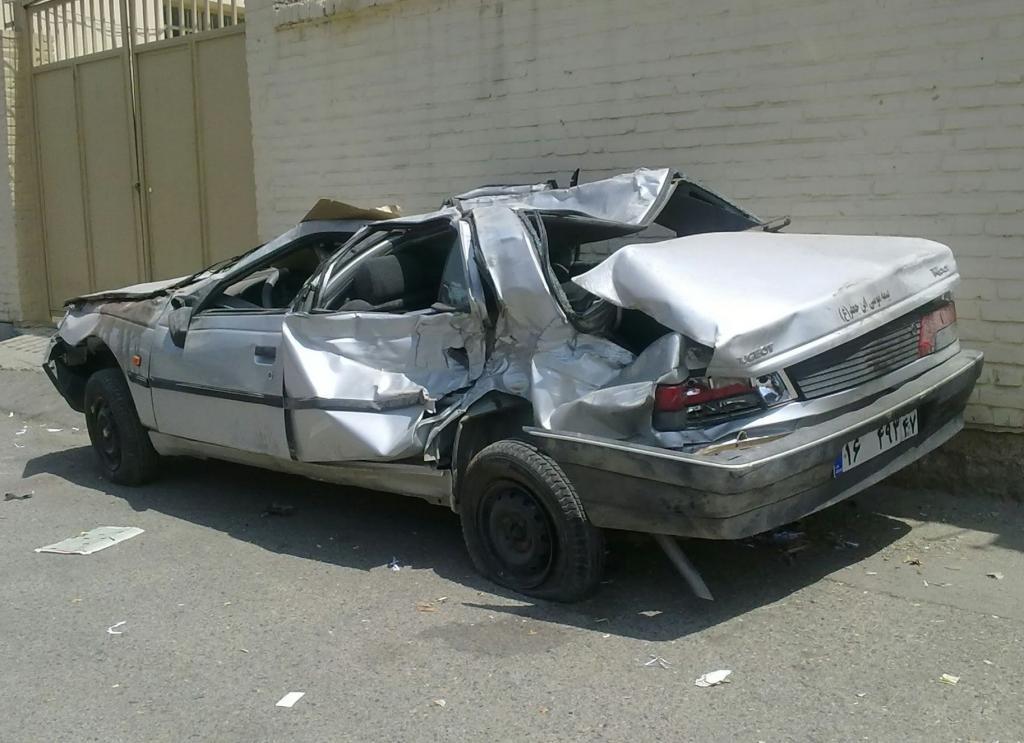 تصادف پژو 405 با شتر، 3 زخمی برجای گذاشت