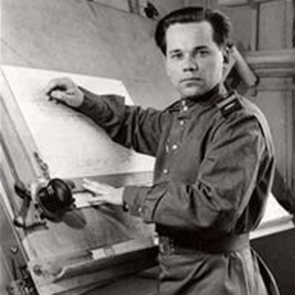 مجسمه طراح معروفترین سلاح دنیا در مسکو رونمایی شد