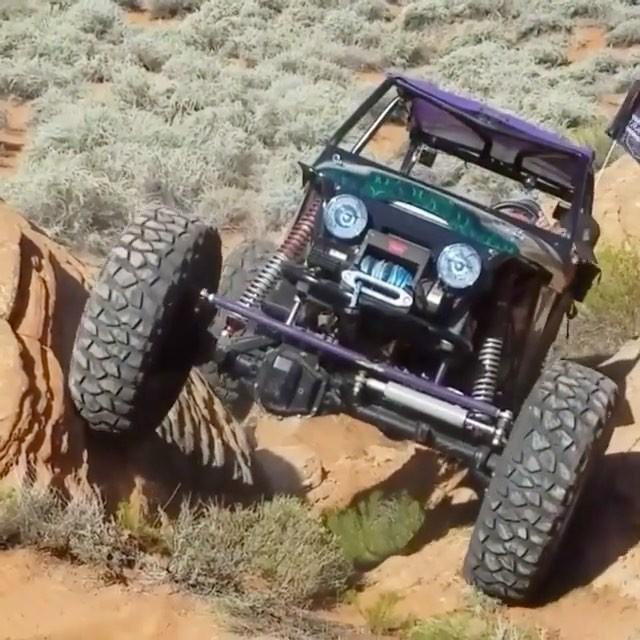 قدرت این خودروی صخره نورد را تماشا کنید