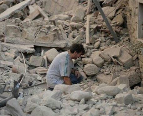 تلفات زلزله در ایران به 328 نفر رسید / در عراق نیز حداقل ۶ نفر کشته شدند