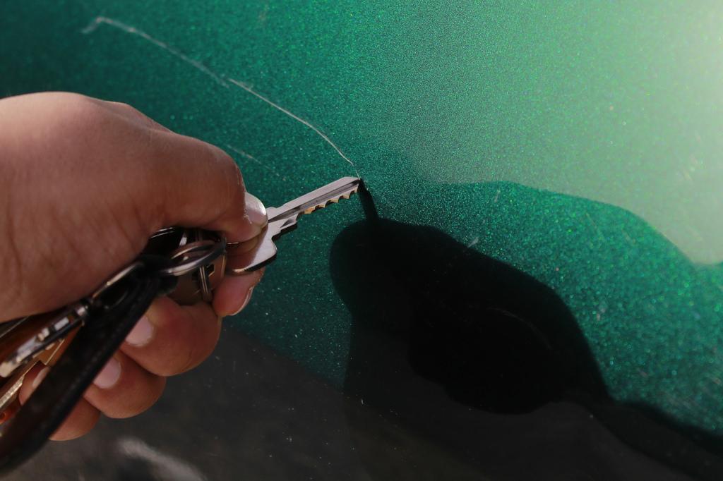 روشی آسان برای برطرف کردن خط و خش بدنه خودرو
