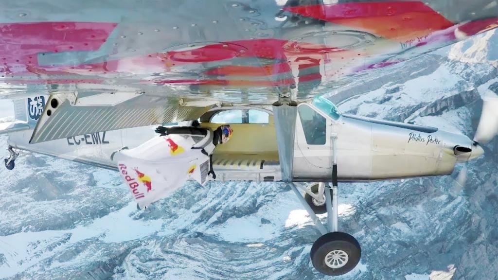 شرکت رِدبول منتشر کرد / فرود با لباس بالدار به درون یک هواپیما در حال پرواز!