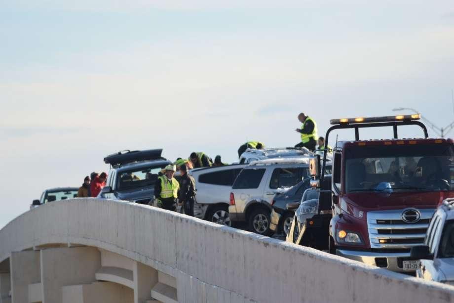 تصــادف شدید خودروها در تگزاس آمریکا را ببینید!