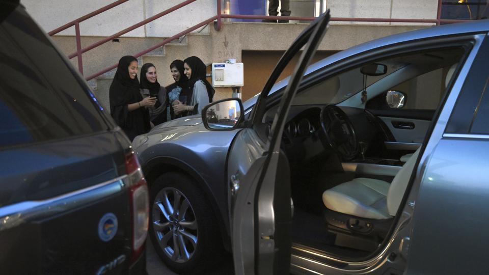 ممنوعیت راندن موتورسیکلت و کامیون برای زنان در عربستان لغو می شود