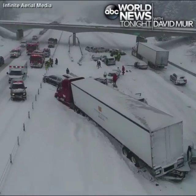 ویدیویی از تصادف 30 خودرو در آمریکا را ببینید