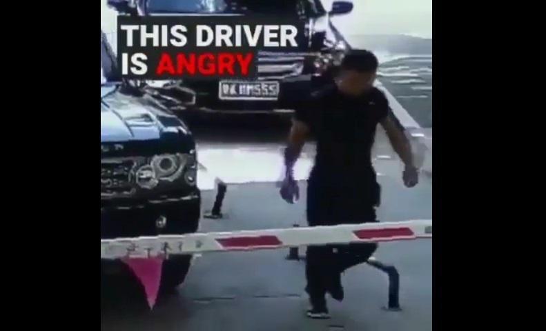 خشم راننده چینی، هنگام ورود به پارکینگ را تماشا کنید!!