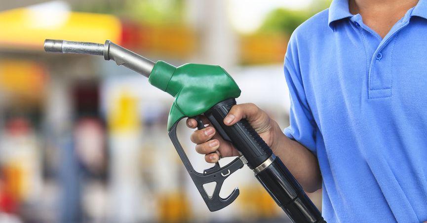 ایرانیها بنزین را لیتری 3 هزار تومان می خرند!