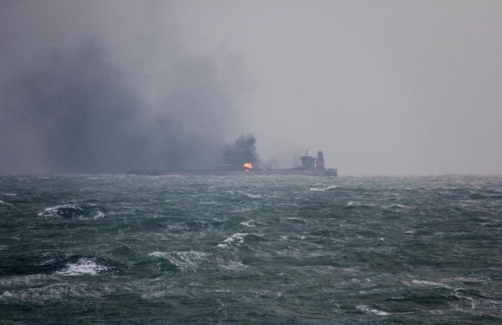 نفتکش ایرانی پس از 4 روز تاخیر چینیها، منفجر شد