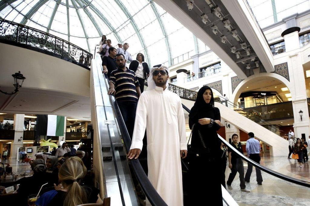 فروش ساعت، پوشاک و خودرو برای خارجیها در عربستان ممنوع اعلام شد
