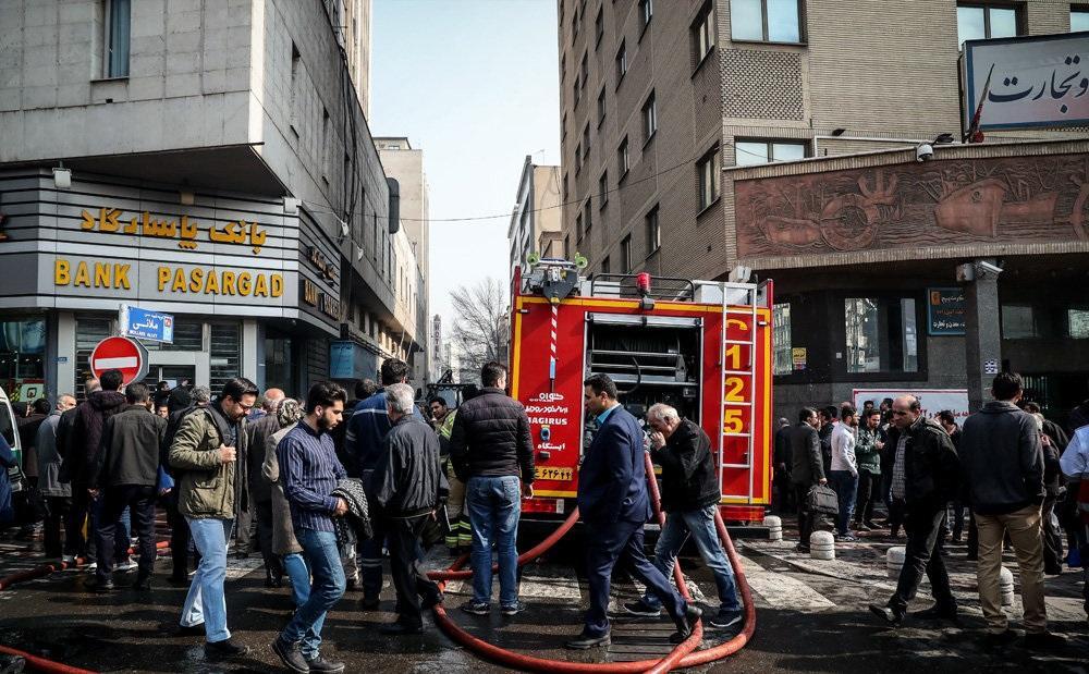 چرا ساختمان وزارت نیرو در مرکز تهران / آتش سوزی مشکوک در اتاق اسناد رخ داد