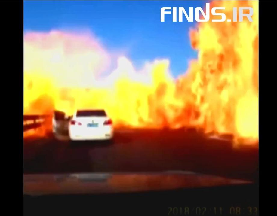 انفجار یک تانکر و نجات معجزه آسای سرنشینان خودروها را تماشا کنید