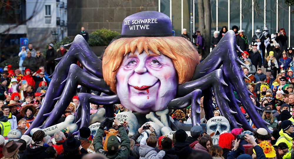 تصاویر یک کارناوال سیاسی عجیب در آلمان / از مسخره کردن ترامپ تا آنگلا مرکل، عنکبوت بیوه سیاه