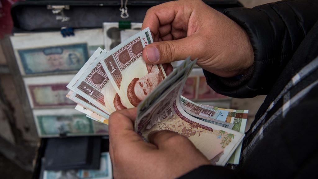بازار خوش دلالان ارز در تهران! / دلار در بازار سیاه چند؟