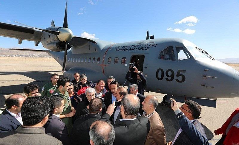 حضورخانواده کشته شدگان سانحه هوایی هواپیمایی ترکیه ای در فرودگاه شهرکرد