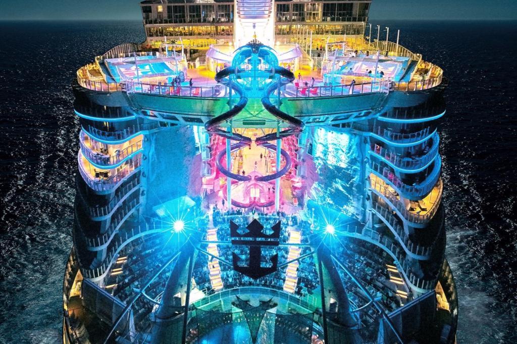 بزرگترین کشتی تفریحی (کروز) جهان نخستین سفرش را استارت زد!