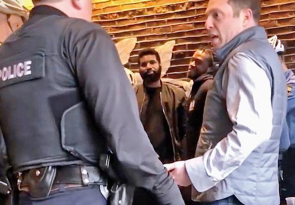 قهوه فروشی معروف استارباک از دو مرد سیاهپوست عذرخواهی کرد