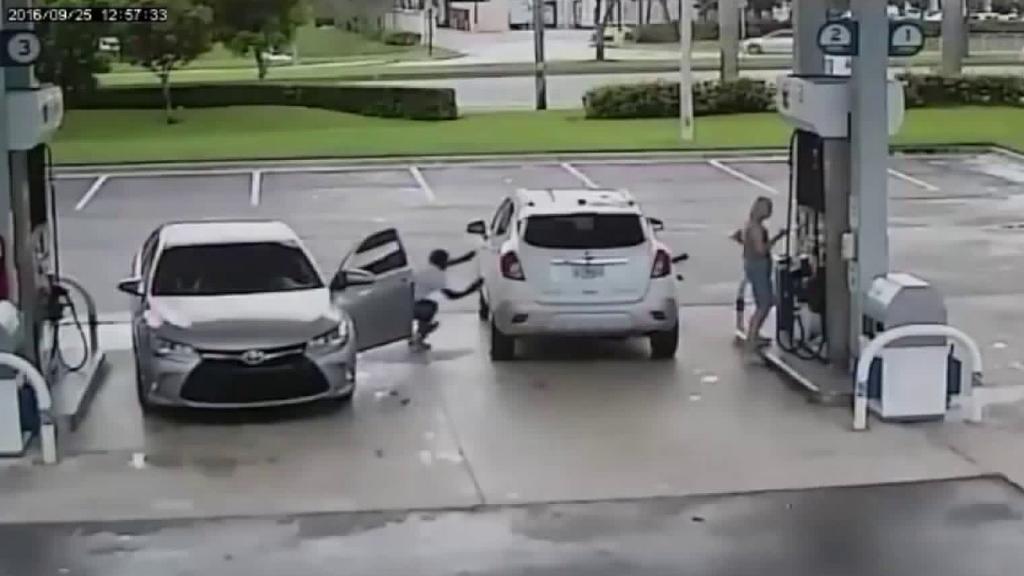 سرقت از خودروها توسط سارقین حرفه ای آمریکایی را تماشا کنید