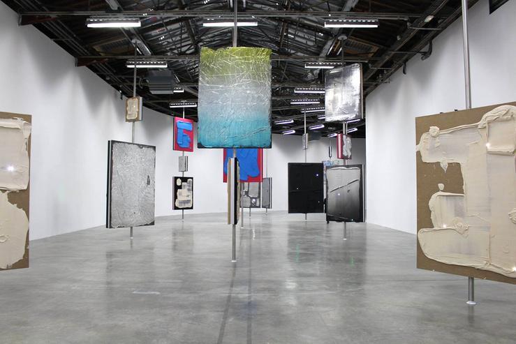 ورود افراد کاملاً لخت به گالری هنرهای معاصر پاریس!