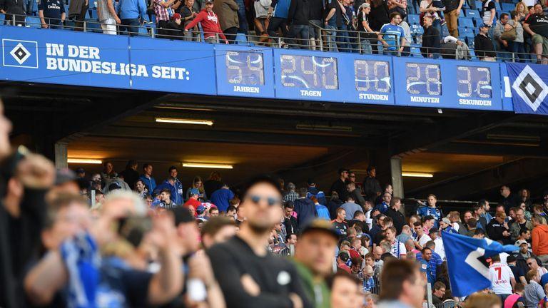 تیم پرسابقه هامبورگ پس از 55 سال به لیگ دست دوم آلمان سقوط کرد