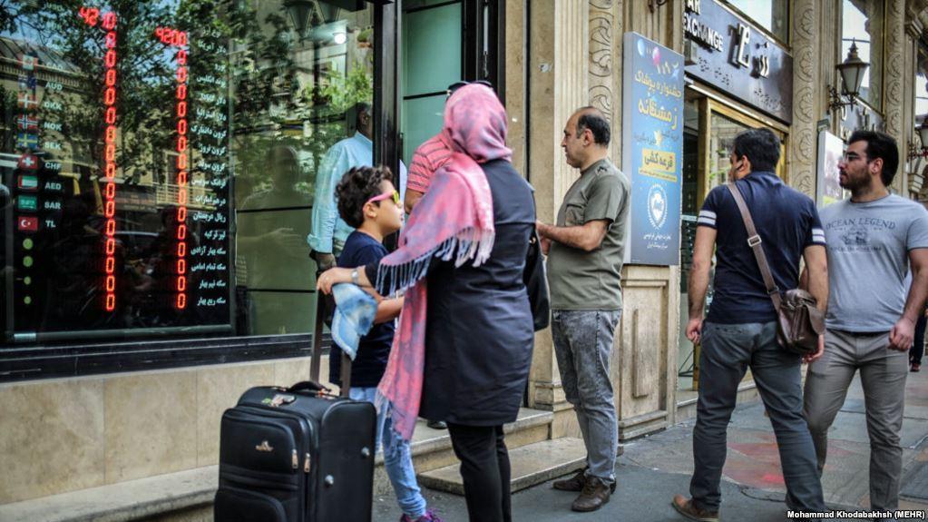 دستورالعمل جدید خروج ارز از ایران / هر مسافر چه مقدار یورو می تواند خارج کند؟