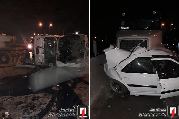 تصادفی هولناک در جاده خاوران تهران / 11 خودرو و کامیون بهم برخورد کردند