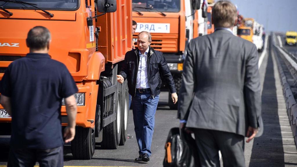 کامیون راندن ولادیمیر پوتین، جنجال به پا کرد