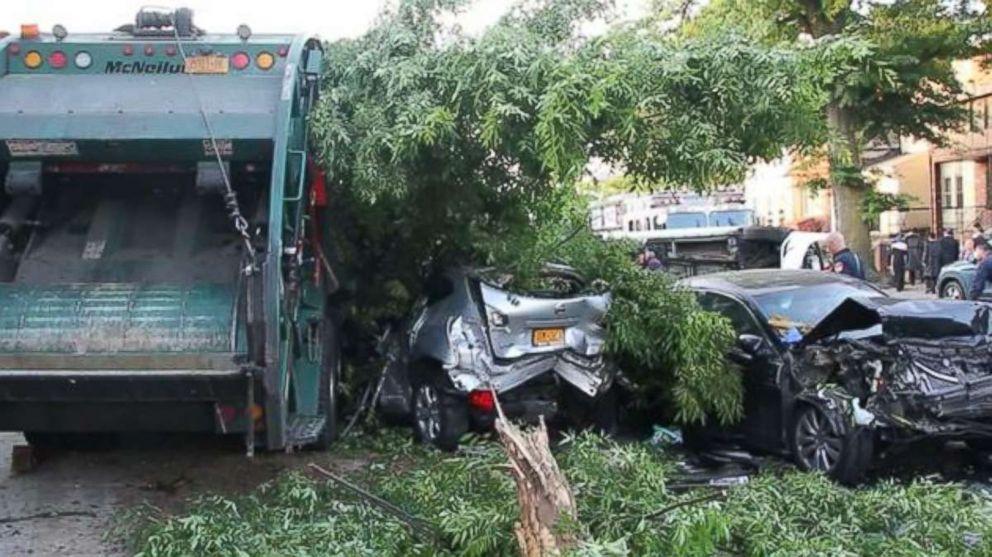 ویدیو / راننده مست کامیون جمع آوری زباله نیویورک فاجعه به بار آورد