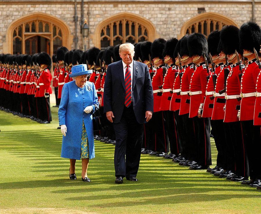 انتشار عکسی از ترامپ در سفر انگلیس، جنجال به پا کرد