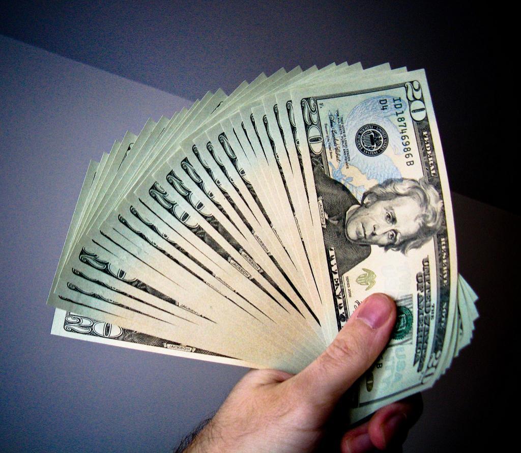 قیمت رسمی فروش دلار آمریکا، در ایران افزایش یافت