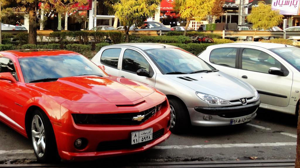 کاهش شدید خرید و فروش خودرو در بازار / قیمت ها بهصورت غیرمنطقی هروز افزایش می یابند
