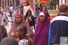 خودداری مهاجران مسلمان از دست دادن با زنان در هلند خبرساز شد!