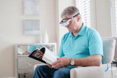 عینکی که بینایی را برای افراد نابینا به ارمغان می آورد!
