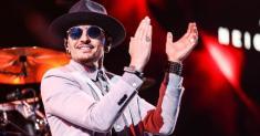 یک آهنگساز و خواننده معروف آمریکایی خودکشی کرد