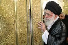 آلبوم عکس مراسم غبار روبی قبر امام رضا علیهالسلام با حضور رهبر انقلاب