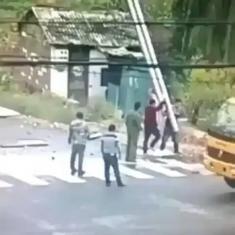 برق گرفتگی ماموران وزارت راه چین را ببینید