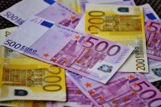 دو زن اسپانیایی هزاران یورو پول را در توالت ریختند!