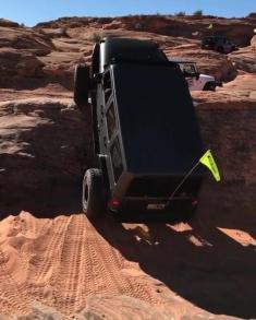 صخره نوردی این خودروی جیپ را حتماً تماشا کنید!