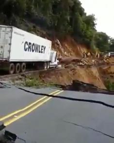 عبور وحشتناک تریلی در ونزوئلا را تماشا کنید!