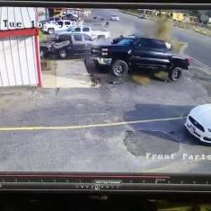 تماشا کنید : راننده ناشی، وانت شورولت را نابود کرد!