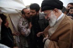 آیتالله خامنهای از مناطق زلزله زده کرمانشاه بازدید کرد