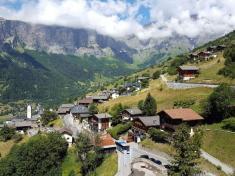 دولت سوئیس قصد دارد به ساکنین یک روستا 290 میلیون تومان پول پرداخت کند