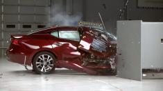 تست تصادف سمت شاگرد (سرنشین جلو) نیسان ماکسیما 2017 را تماشا کنید